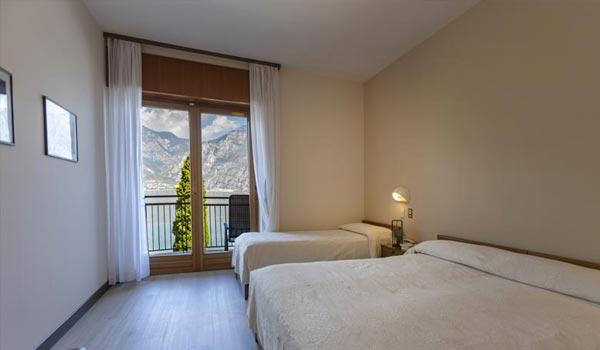 Camera tripla dell'Hotel Astoria a Malcesine