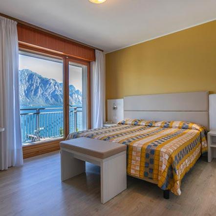 La camera matrimoniale vista lago dell'Hotel Astoria a Malcesine